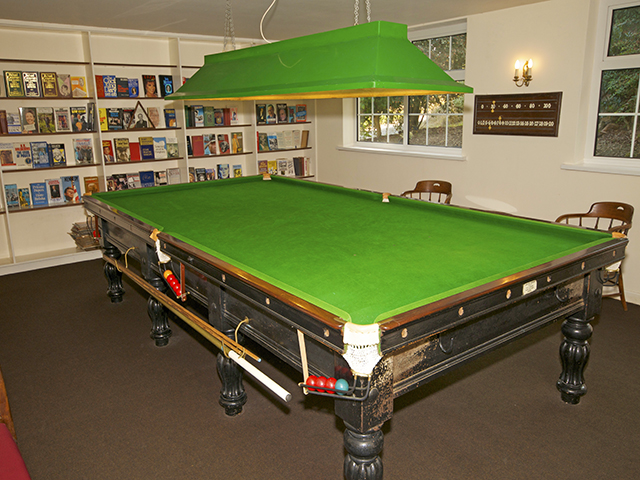 Snooker table available for guests's use