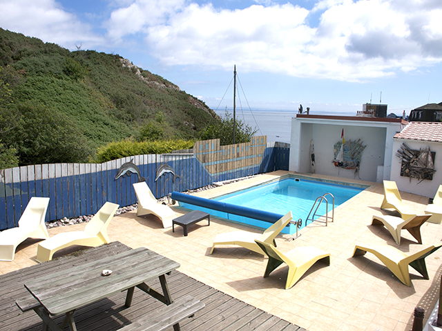 Shared use of sun deck and outdoor pool