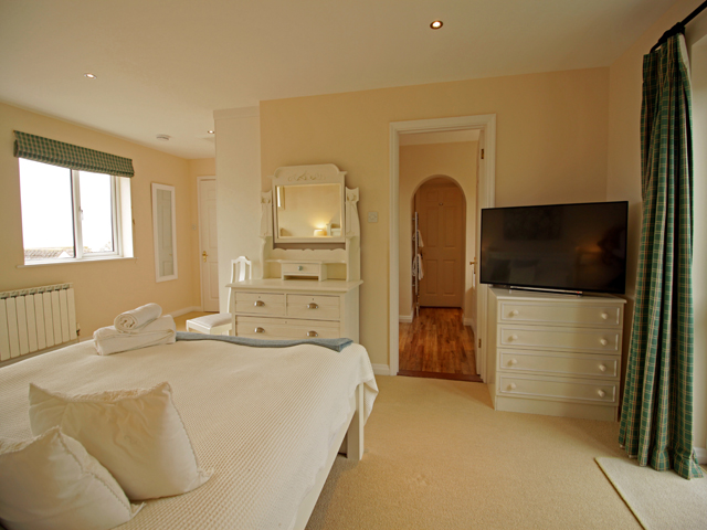Spacious studio with large en-suite bathroom with shower and separate bath