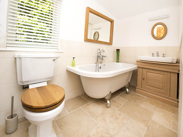 Bathroom ensuite with bedroom two