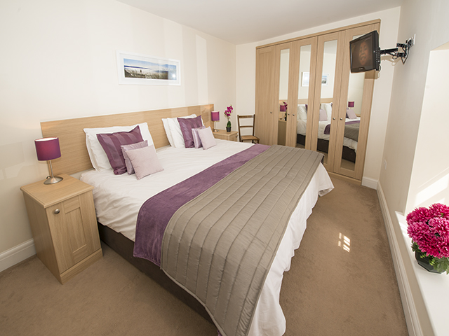 This large bedroom can accommodate another single bed and can also be made up as 3 singles
