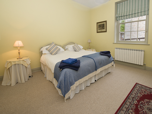 Double bedroom which can also be made up as a twin with 2 single beds