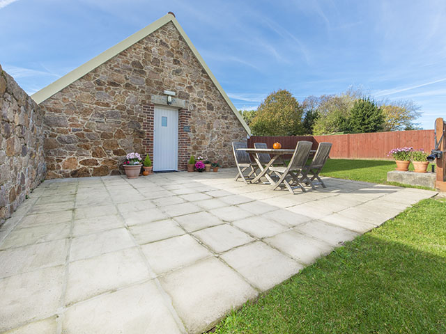 Patio and lawned garden, Kings Cottage, Freedom Holidays, Jersey