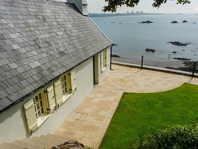 Fabulous sea front location for this delightful cottage