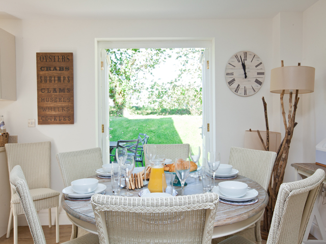 Vew of a typical dining area with garden outlook