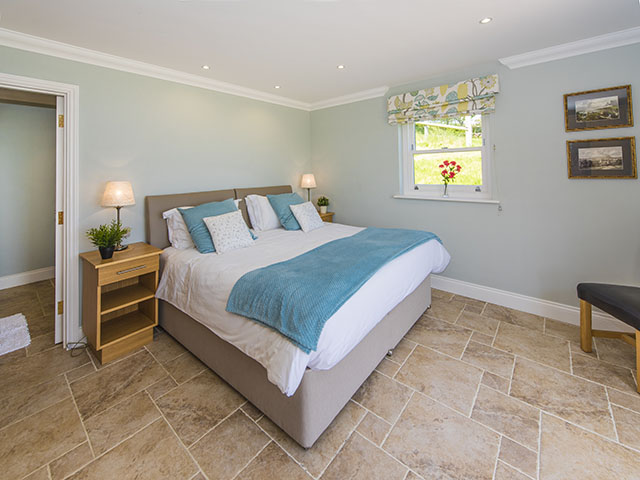Master bedroom with en-suite shower room (bed can be a double or 2 singles)