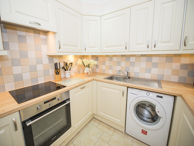 Fully fitted kitchen in this delightful cottage
