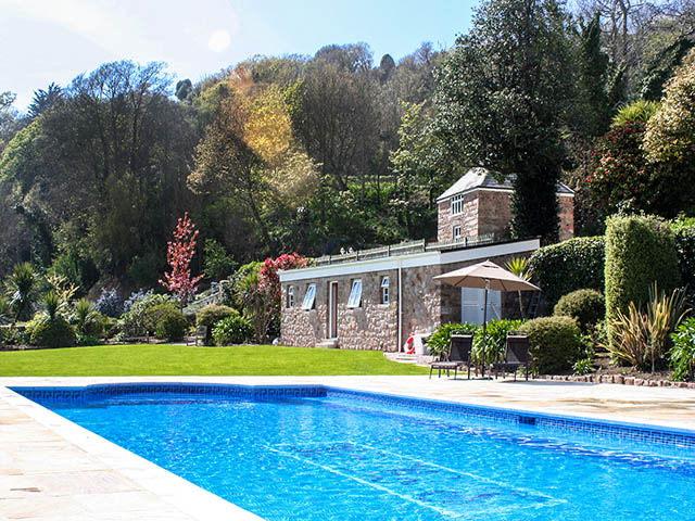 La Haule Manor outdoor pool