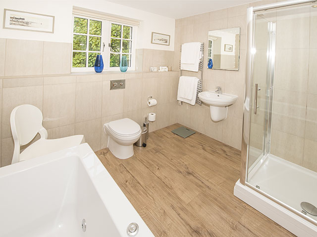 Bathroom ensuite with second first floor bedroom