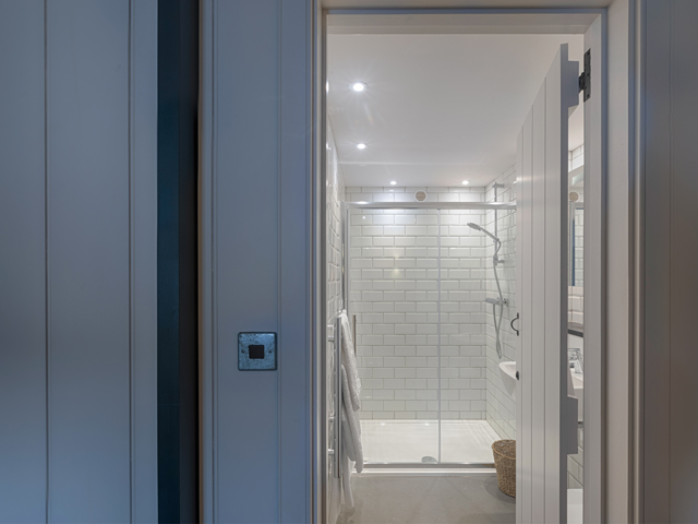 One bedroom has an en-suite shower room