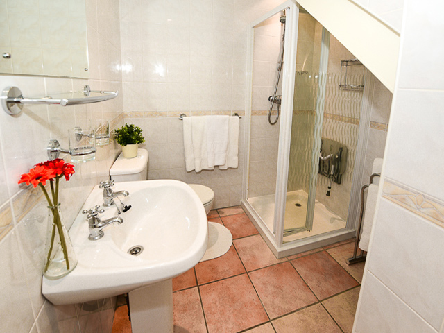 Shower room for both twin bedrooms